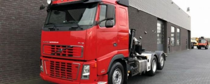 Why is it essential to hire a hiab crane?
